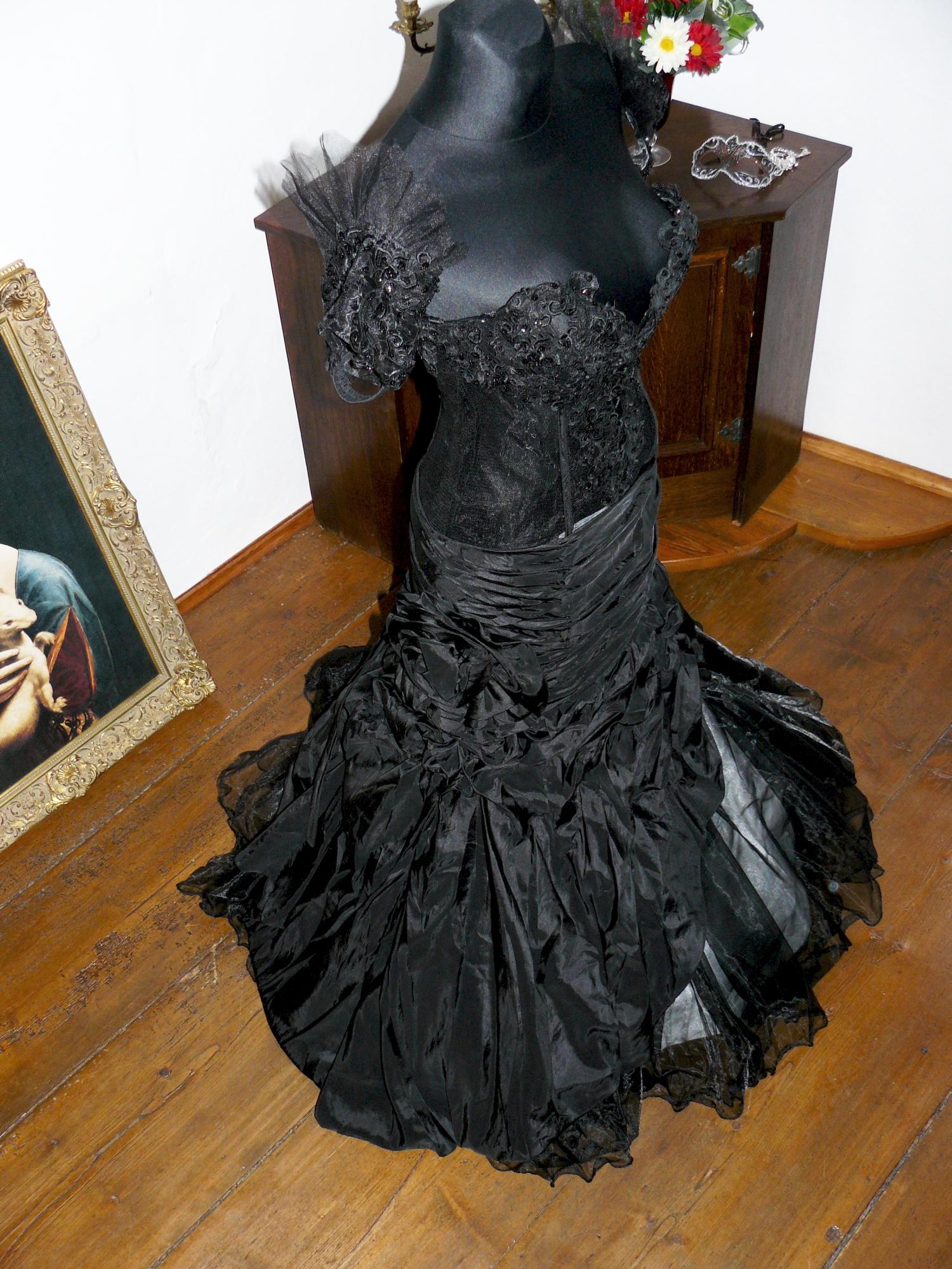 cc096c2f876 Vampire gothic plesové šaty na maturitní ples - plesové šaty ...